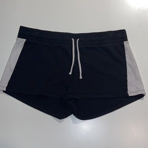 Woman's DIVIDED B&W Stripe Mid Rise Lounge Short M